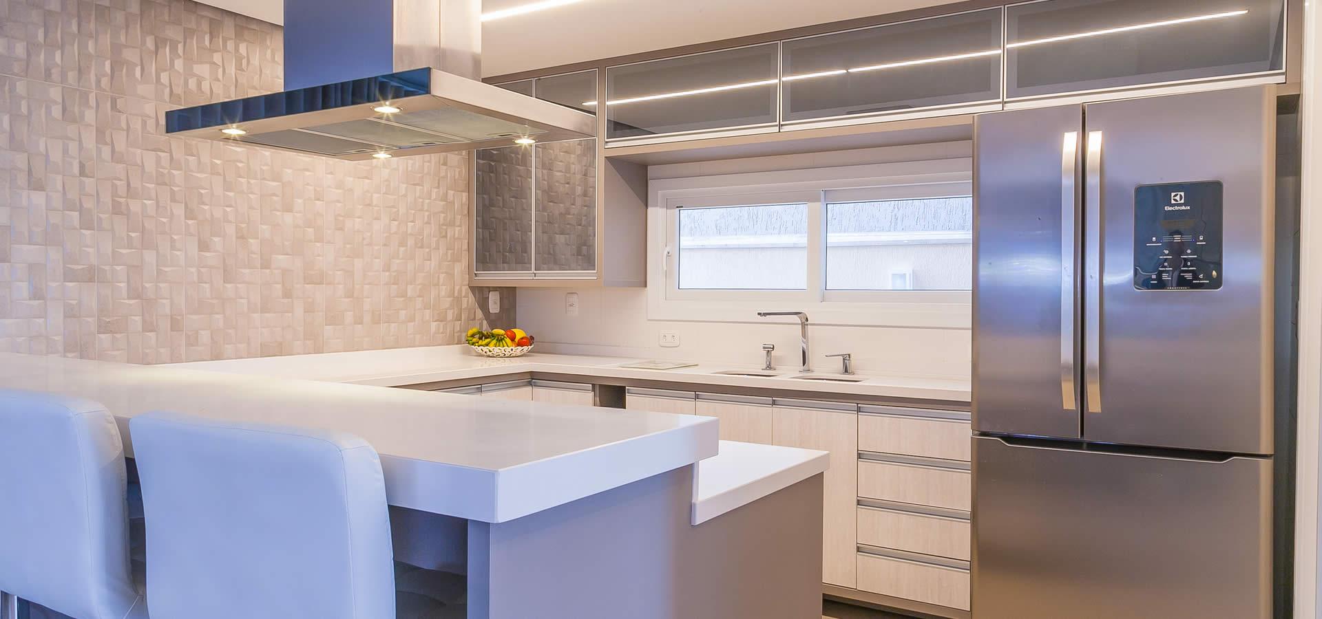 Projeto de Cozinhas com móveis